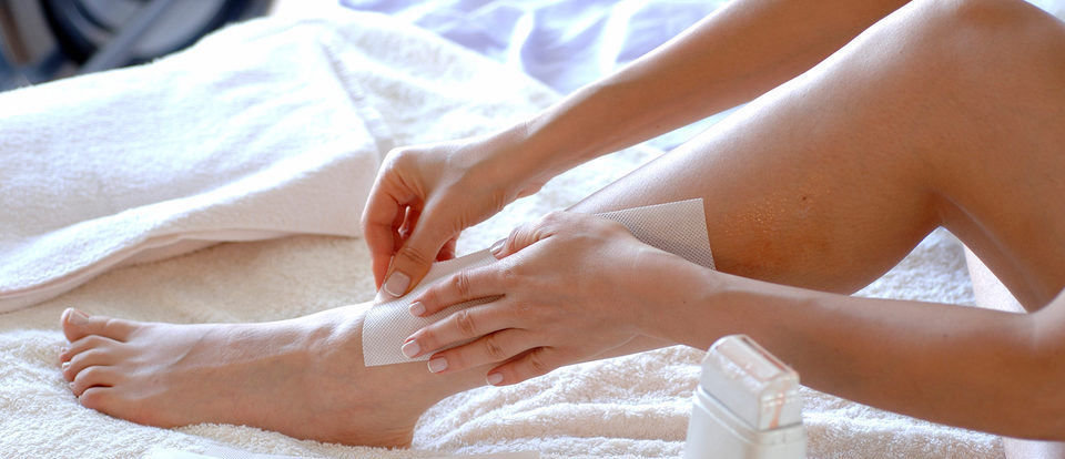 rsz_1rsz_woman-waxing-her-legs